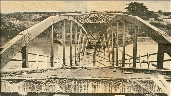 Pungue Bridge destroyed